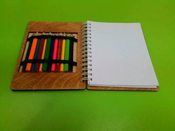 Անվանական նկարչական տետր մատիտներով